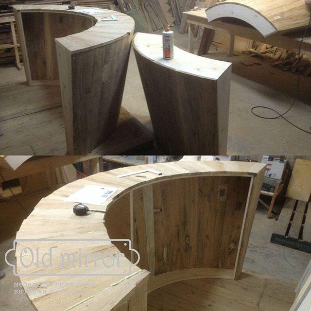 Процесс изготовления стойки хостесс. Материал - старый дуб.  #мебель #дизайн #дизайнер #дизайнинтерьера #интерьер #столярнаямастерская #мебельназаказ #роскошь #дизайнкоттеджа #мастерская #эко #eco #loft #лофт #interior #wood #furniture #homedecor #витраж #витражныепотолки #стеклодлямебели #амбарныедвери #стараядоска #хостесс #стойка
