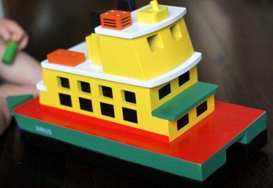 Make Me Iconic Sydney Toy Ferry http://tothotornot.com/2013/11/hot-make-me-iconic-sydney-toy-ferry/