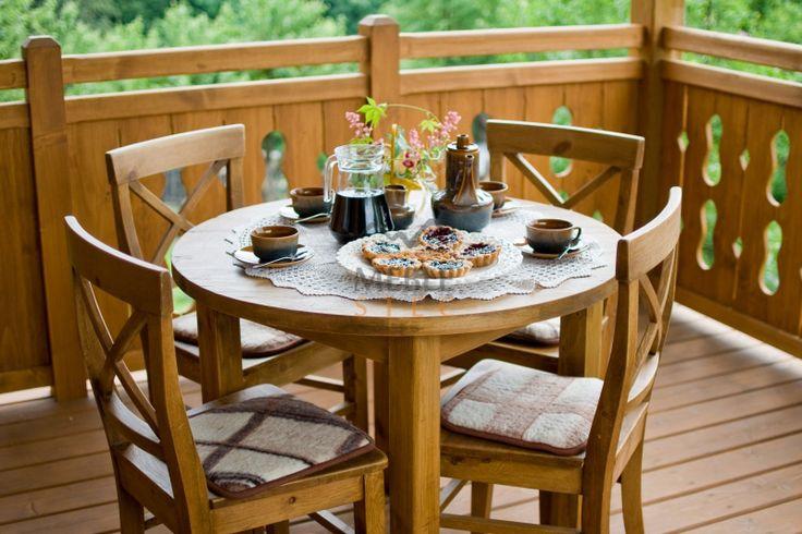 And most important, for a good day. Breakfast at the wooden round table.  Okrągły stół z drewna. #rustykalny #okrąglystol #drewno