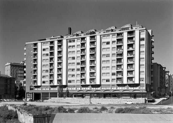 Hidden Architecture: Bloco das Águas Livres Housing