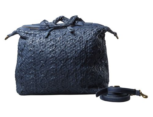 Borsa da giorno in pelle intrecciata.   #resinastyle #bag #bags #daybag #fashion #borse #model #luxurybag #fashionable #handbag #fashionaddict #leather #handmade #fairtrade http://www.resinastyle.com/adrenaline/