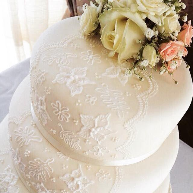 Lace Detail #WeddingCake for Sally & Nick