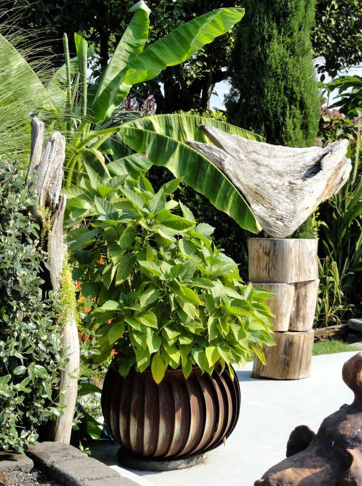 Roof vent planter danger garden a little hollywood in for Garden pots portland