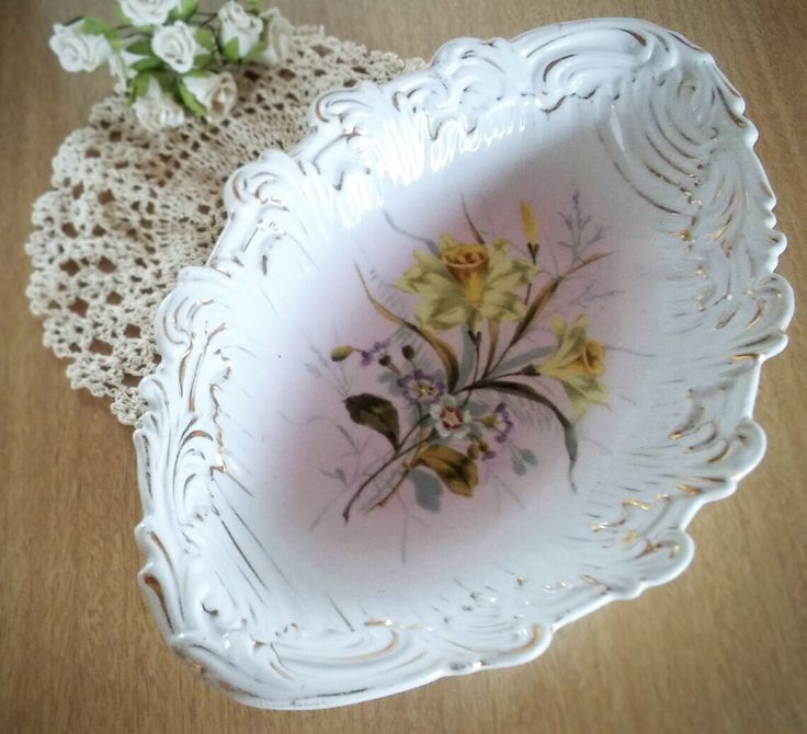 Serving Bowl, Germany, Antique German Bowl, Antique Bowl, German Porcelain, Victorian Bowl, Victorian by AbateVintage on Etsy https://www.etsy.com/listing/495189398/serving-bowl-germany-antique-german-bowl