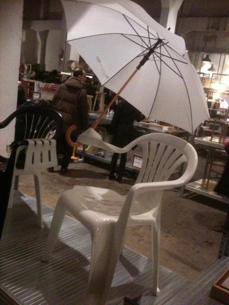 Anti rain chair