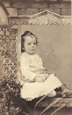 CDV PHOTO DARLING CUTE BABY GIRL POSE DON WINDOWSILL