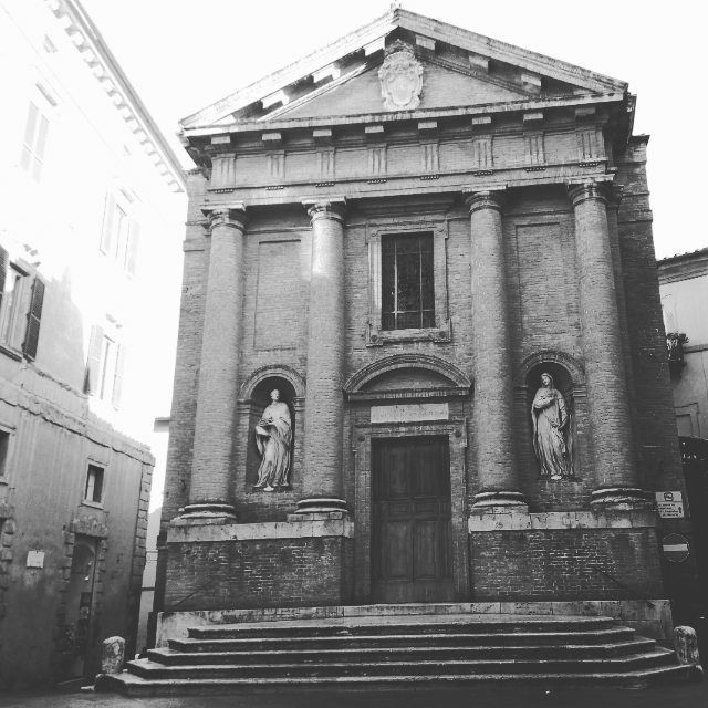 #goodlife #architecture #history #siena #palio #tourguide #beauty #upanddownthechianti #art #contrada #palace #medieval #historyofarchitecture  The Church of San Cristoforo in Siena. One of the last example of Romanic church, however it has not been left the ancient facade. It is still fascinating, isn't it?