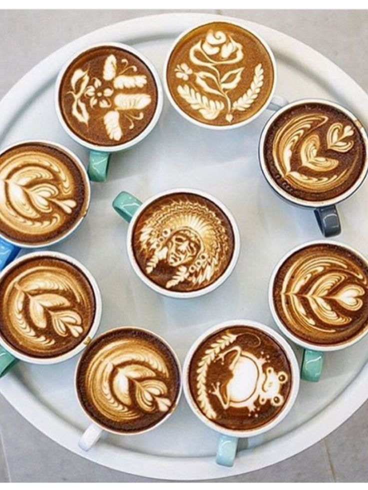 Swooning over this latte art! It's {almost} too pretty to drink!