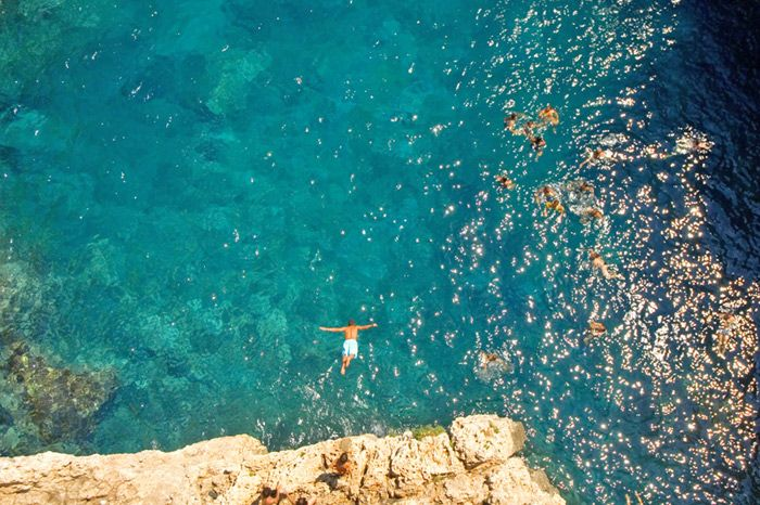 Solo una settimana di ferie a disposizione e ancora nessun programma per l'estate? Ecco un'idea last-minute: Puglia on the road!..