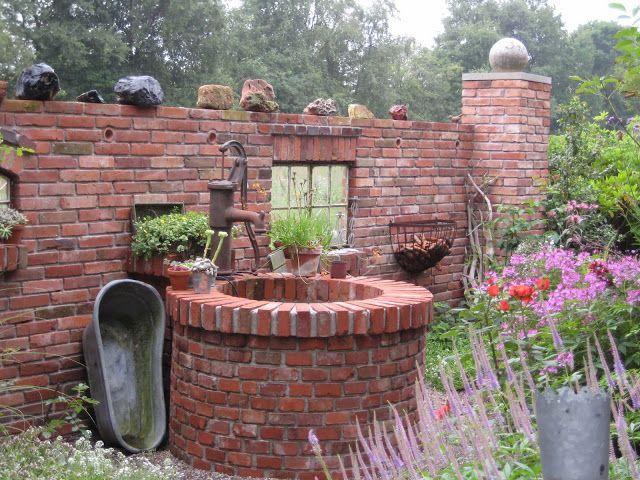 Ruinenmauern Mauerwerk Garten Klinker Ziegelsteine Bauen Mauern Ruine Bu Bauen In 2020 Steinmauer Garten Garten Garten Deko