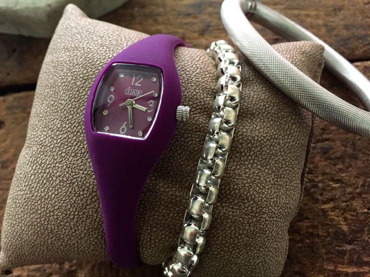 Classy purple color Easy Watch ×White bangles!  1AR by UNOAERRE
