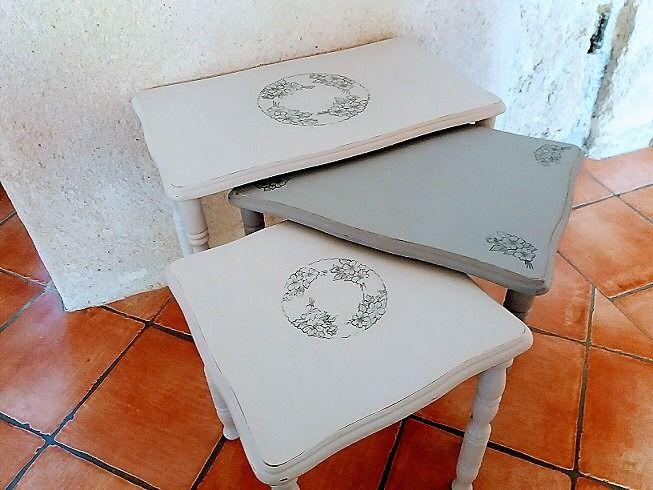 Lot de 3 tables basses gigognes anciennes rénovées : Meubles et rangements par la-cabane-a-deko