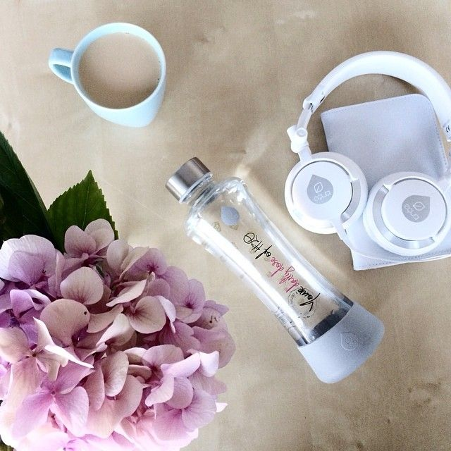 Office essentials with The daily dose bottle. Make sure that you always have an healthy water bottle on your desk to keep up.