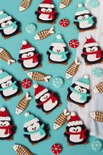 http://thebearfootbaker.com/2015/12/simple-penguin-cookies/