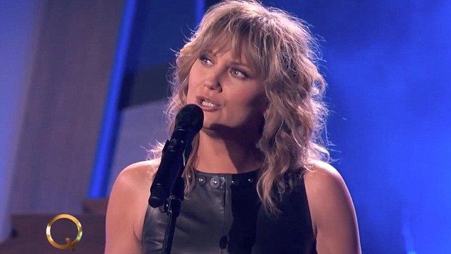 Country star Jennifer Nettles is due to appear on The Queen Latifah Show Tuesday. The talk show host aired a sneak peek of the country star performing 'Falling' from her new album.