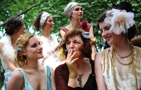 New York, donne in abiti d'epoca al Jazz Age Picnic - Primopiano - ANSA.it