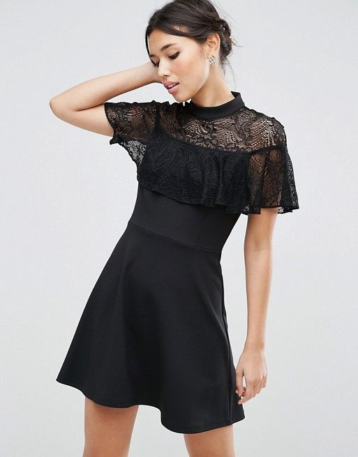 ASOS Hochgeschlossenes Kleid mit Spitzenrüschen (50,99 €)