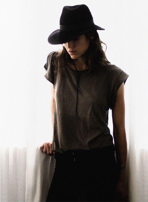 brown: Street Fashion, Robins Hoods, French Fashion, Fashion Forward, Feminine Tomboys, Rockers Chic, Black Hats, Fashion Women, Hand Guarantee