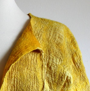 The perfect mustard. tumeric & tea bag dyes    http://red2white.wordpress.com/2010/03/12/dyes-from-the-kitchen-cupboard/