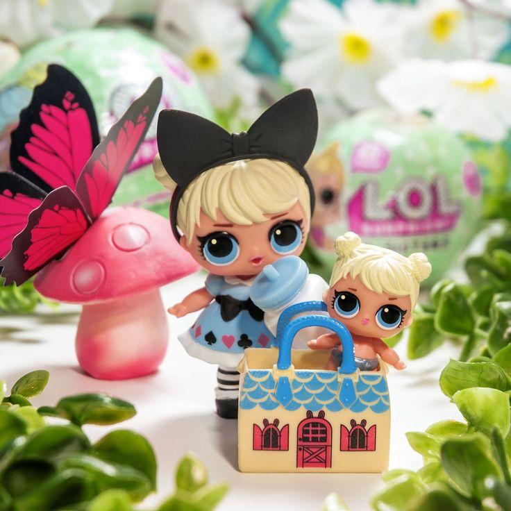 Curious Q.T. y Lil Curious Q.T. son parte del #StoryBookClub. Las hermanas se llevan tan bien entre ellas que hasta comparten accesorios! Desliza la imágen para ver el cambio de color   #LOLsurprise #lolsurprisedolls #comunidadlol #collectlol #doll #dolls #toy #toys #muñeca #muñecas #juguete #collect #LOLSurpriseSerie2