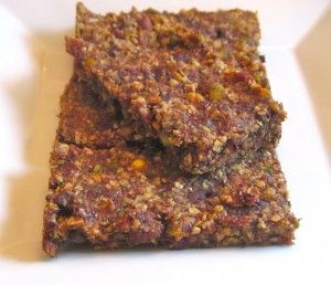 These Pixie Bars are homemade fruit and nut bars. They're all-natural and are good supplemental bars. #cleaneating #snackideas