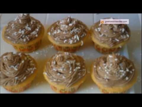 Cupcakes elaborados en horno solar con buttercream de nutella. Más información en: http://www.gastronomiasolar.es/2012/01/cupcakes-en-horno-solar-con-crema-de.html