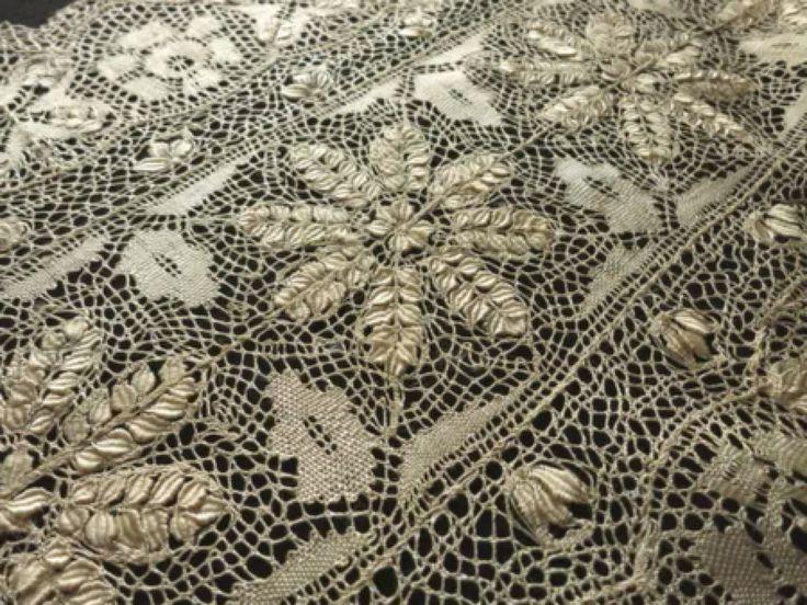 MAGNIFICENT~ ANTIQUE SILK MALTESE LACE Veil Shawl WEDDING Light Ecru 16x100