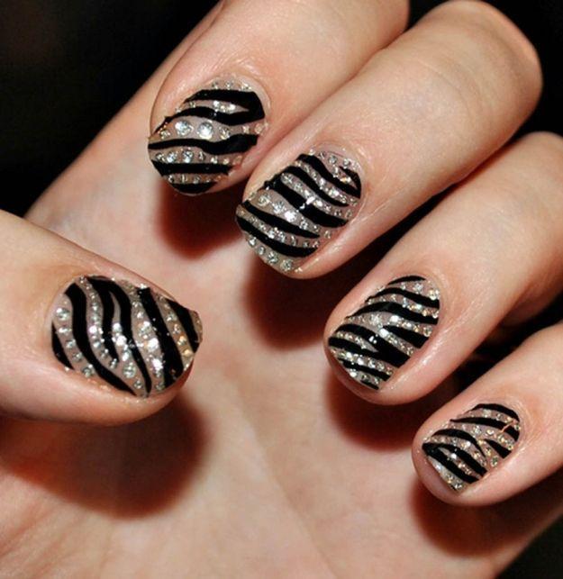 Маникюр-зебра со стразами ::: onelady.ru ::: #nail #nails #nailart #manicure