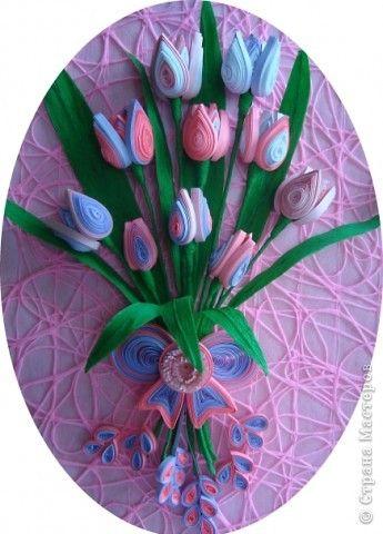 Картина панно рисунок Квиллинг Ещё букет тюльпанов Бумага гофрированная Бумажные полосы Проволока фото 1