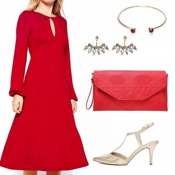 Elegante e di classe questo outfit in una splendida tonalità di rosso. Acceso da scarpe e gioielli oro.Di gran moda il tacco non più vertiginoso e la maxi pochette con decori in rilievo. Perfette e davvero cheap!!!