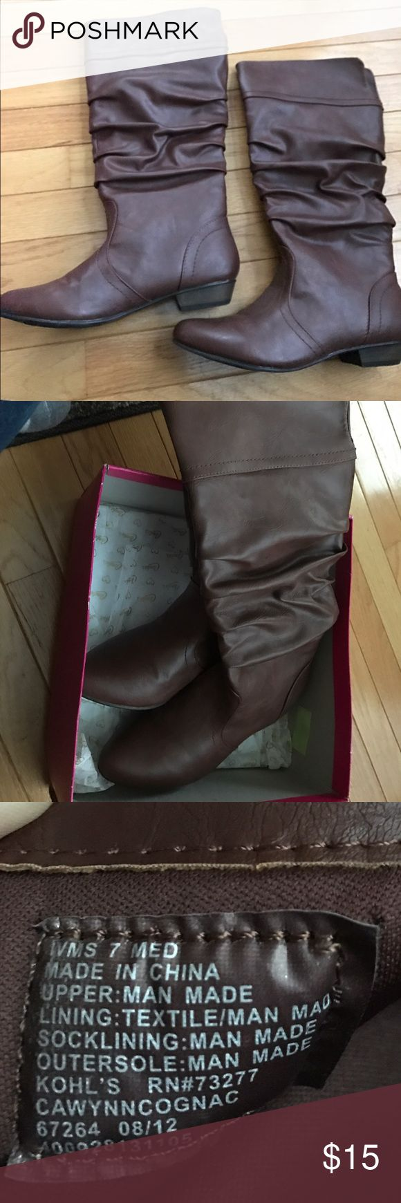 Women's brown leather boots Like new ( I wore inside home for one day)women's size 7 medium brown leather boots Candie's Shoes Winter & Rain Boots