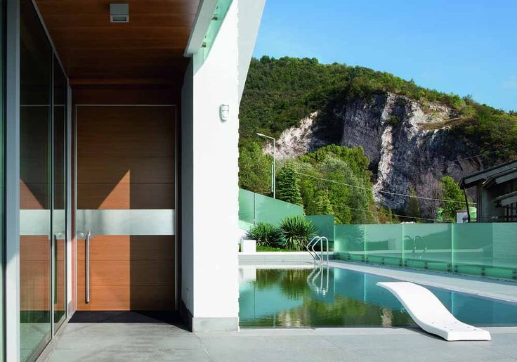 Synua pivot door by the pool  www.oikos.it/products/synua