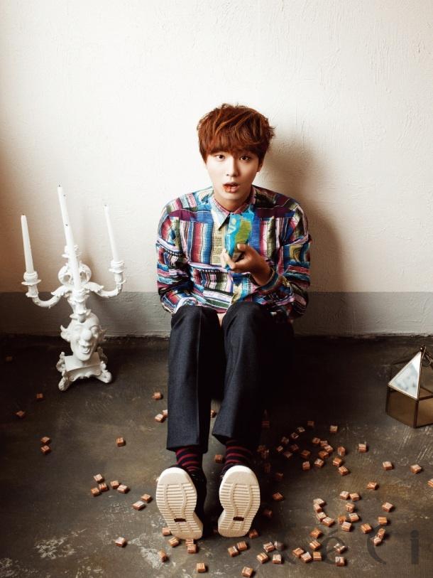 Yoon Shi-yoon, a bookworm. ME TOO!!