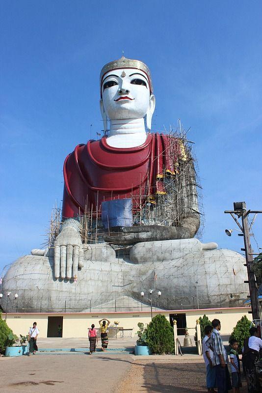 Sitting Buddha near Mawlamyine | Exotic Mawlamyine and Understanding the Death Railway | The World on my Necklace