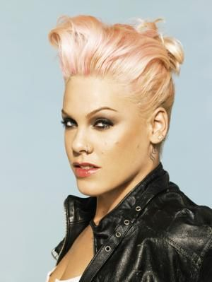 i love pink !! this is a beautiful woman!! love her rock star attiude!! Amazing singer!!