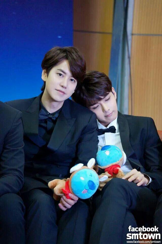 Kyuhyun & Ryeowook. cute evil maknae and eternal maknae