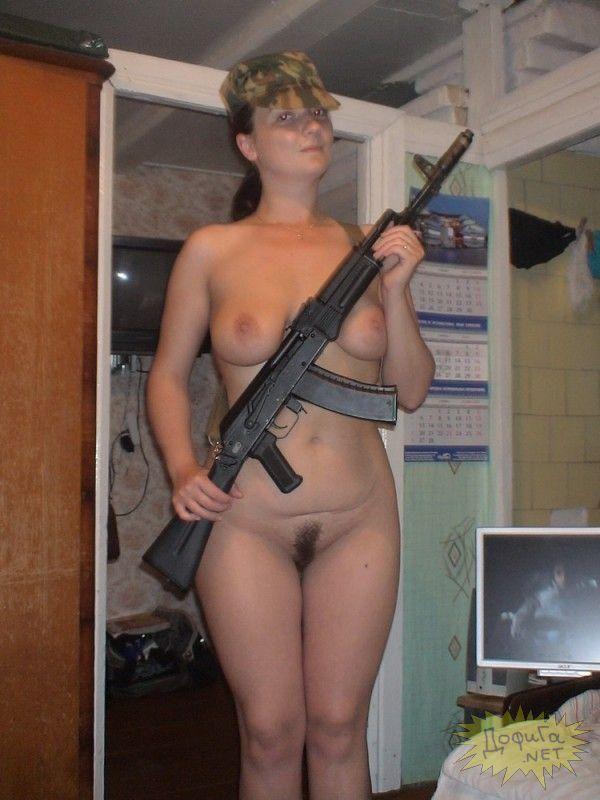 голые девки в казарме видео