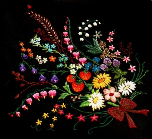 Kadri embroidery, noela - so talented.