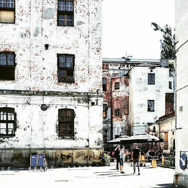 Dziś na słońce nie możemy liczyć, ale liczymy na Was! 👉 Widzimy się o 18:30 w Strefie 😊 będziemy czekać na antresoli! #igerskrakownaluzie   #Repost @ritahairwood 👏  ・・・  Miasto w mieście. 😍 warto przyjść nawet gdy nie ma słońca. Tu akurat było. 😊 #dolnychmlynow #tytano #igerskrakow #vscokrakow #cracowbreakfastspots #oldtown #industrial #oldfactory  #krakow #cracow #krk
