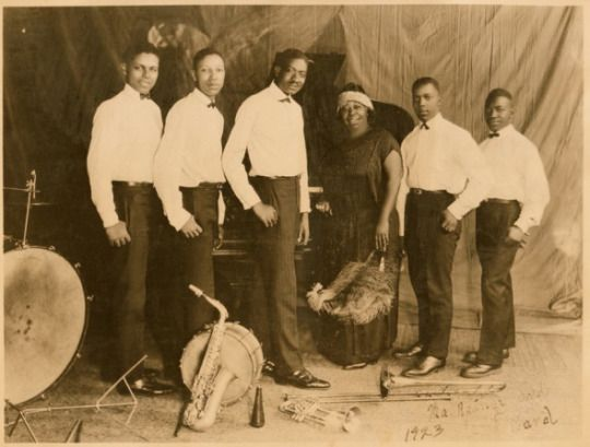 Ma Rainey with her band in 1923, (L to R) Eddie Pollack, Albert Wynn, Thomas Dorsey, Ma Rainey, Dave Nelson and Gabriel Washington