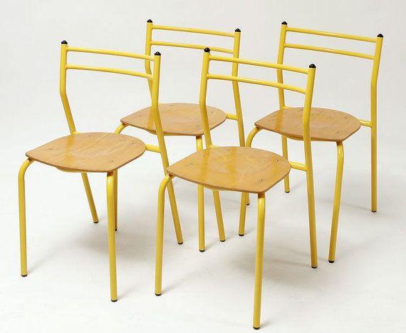 Cuatro sillas apilables de los años 60 por Mementosbcn en Etsy, €252.00