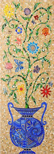 Mosaic of flowers ~~ For more:  - ✯ http://www.pinterest.com/PinFantasy/arte-~-con-mosaicos-mosaic-art/