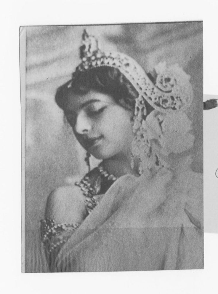 "women spies mata hari Women spies, lady sabbatoeurs mata hari may, or may not, have blown a kiss to the firing squad, flashed her naked bod and claimed ""harlot."