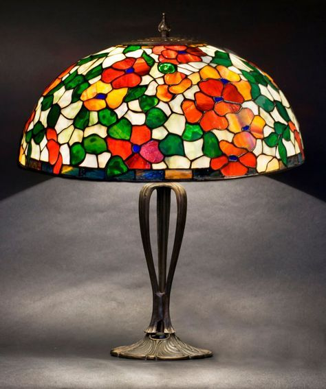 Lámpara floral vitrales. Pantalla de Tiffany. Lámpara de mesa