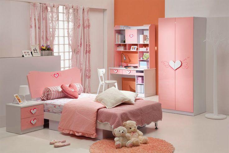 Kız çocukları için pembe yatak odası