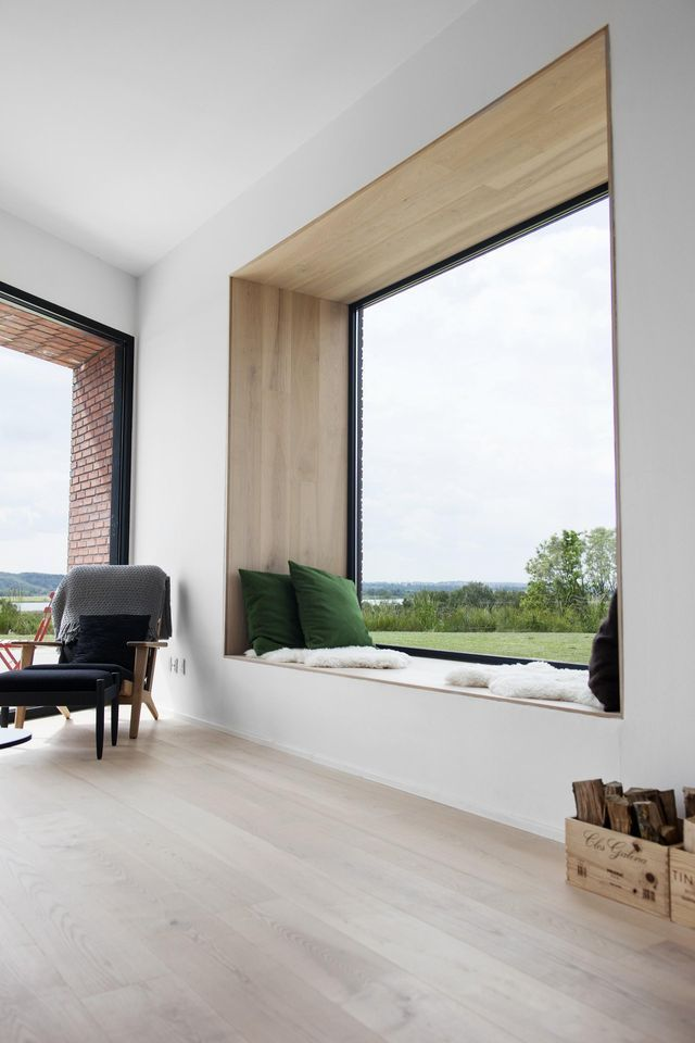 Lately I've noticed a lot of big windows on Pinterest. Not only do the large windows look good, but they bring the outside in. I know it sounds like a cliché, but it's true. Just have a look at the wi
