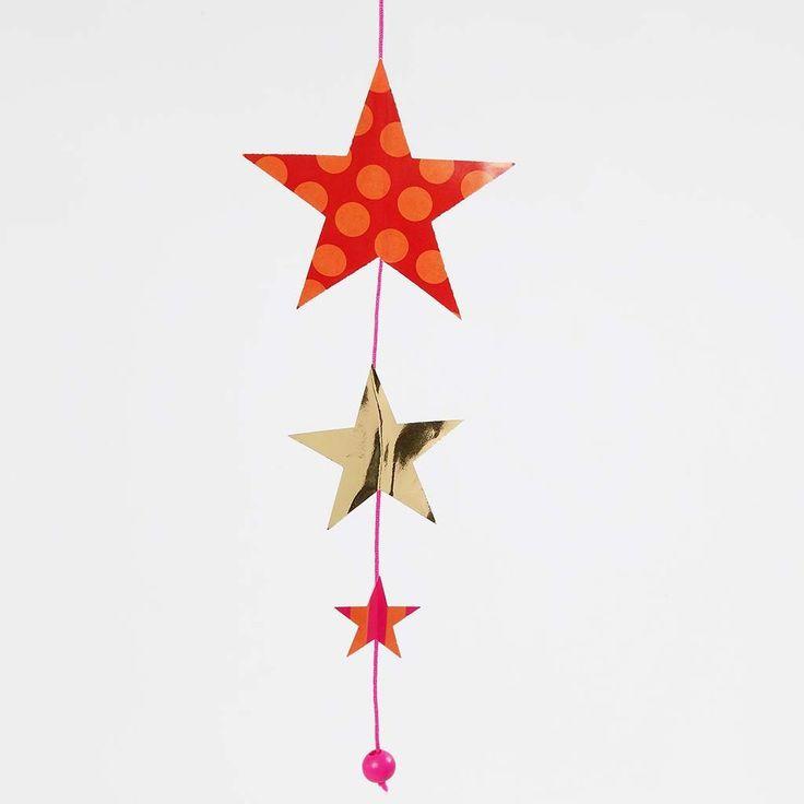 Ranke med stjerner av glanspapir og gullpapir