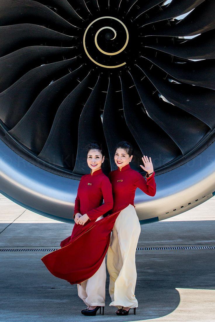 https://flic.kr/p/wG13ob | Vietnam Airlines Airbus A350-900 | Flight Attendants posing in front of the Rolls Royce Trent VN8886 TLS to HAN VN-A886 / F-WZFI / MSN 14