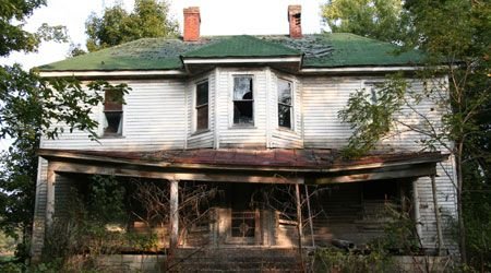 "thecreaturesclaw: "" Killer Turns Abandoned Home Into Haunted House, Uses Real Corpses As Props "" There is a serial killer in Gary, Indiana that is finally off the streets. But not before he could..."