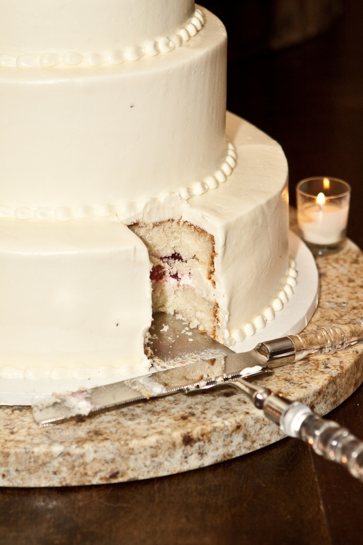 wedding cake french vanilla cake with fresh strawberries and cream filling buttercream icing